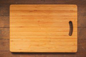 雑菌の温床になりやすい?まな板の掃除方法